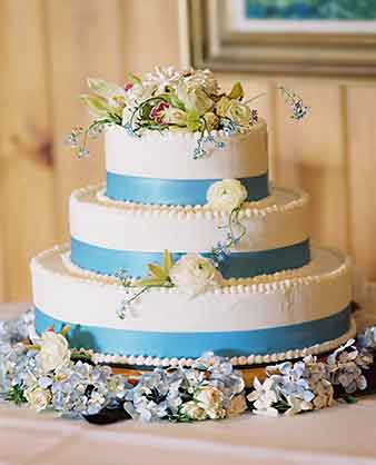 Blue ribbon forget me not Wedding cake with ranunculus and green orchids