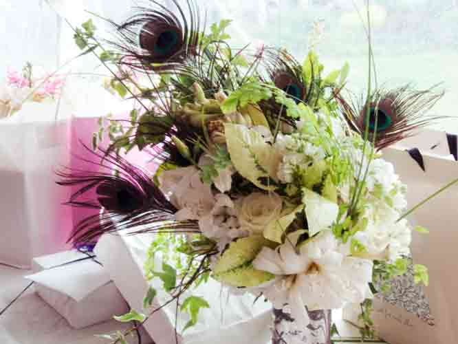Alda 39s fragrant cascading peacock feather Bridal bouquet contained lilies